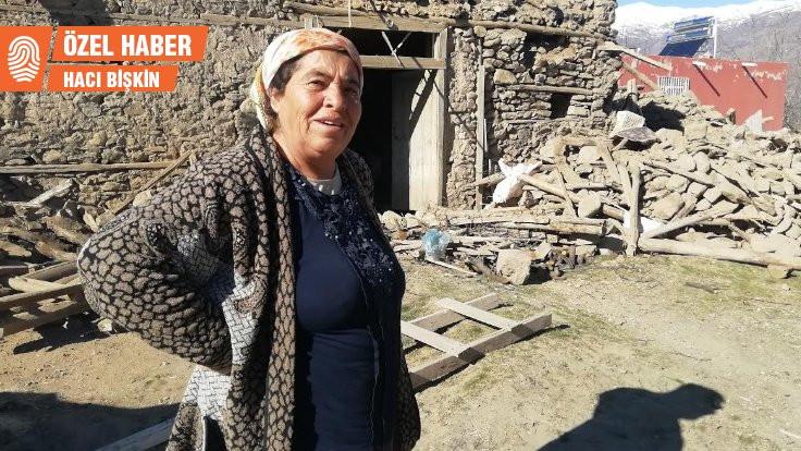 Borçla aldığı ineğini depremde kaybetti