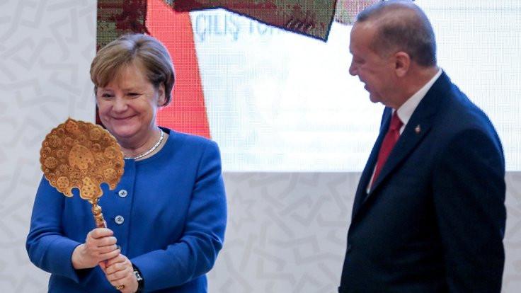 Merkel'in gündeminde basın özgürlüğü var