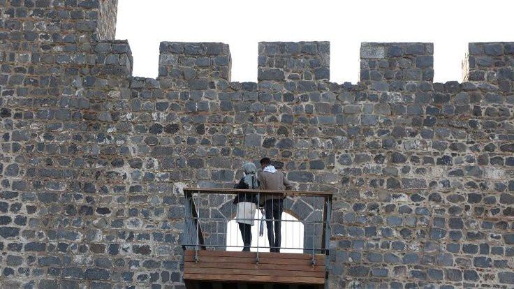 Diyarbakır surlarına balkon çıkıldı