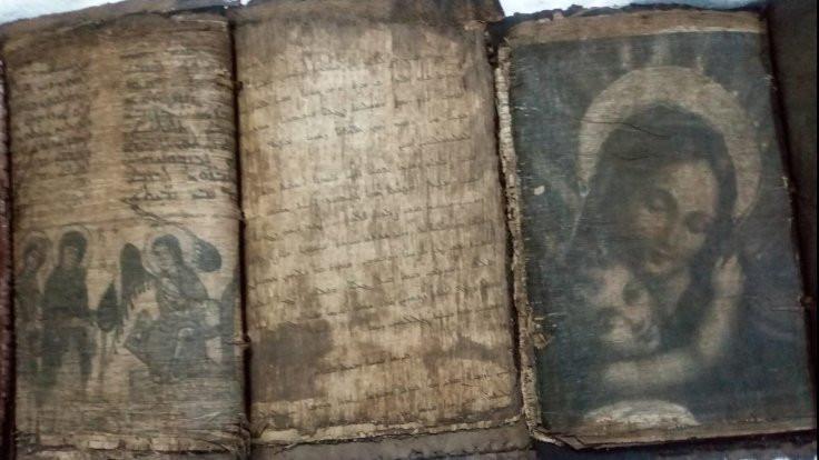 El yazması üç dini kitap bulundu