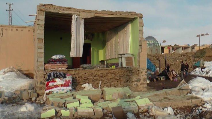 Baba ve dört çocuğu depremde öldü