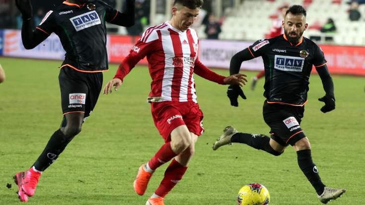 Sivasspor maç fazlasıyla yeniden lider