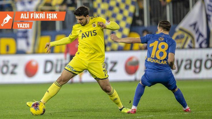 Fenerbahçe neden geriye doğru oynuyor!