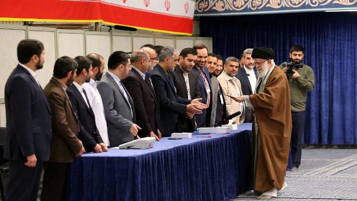 İran Meclis seçimi için sandık başında