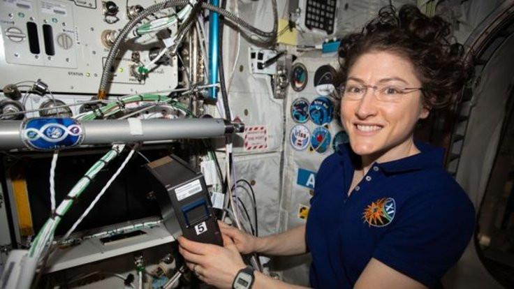 Kadın astronot Dünya'ya rekorla döndü