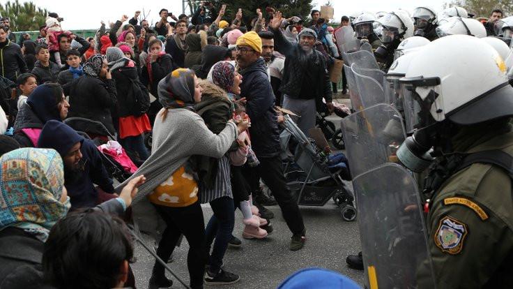 Midilli'de polis göçmenlere saldırdı