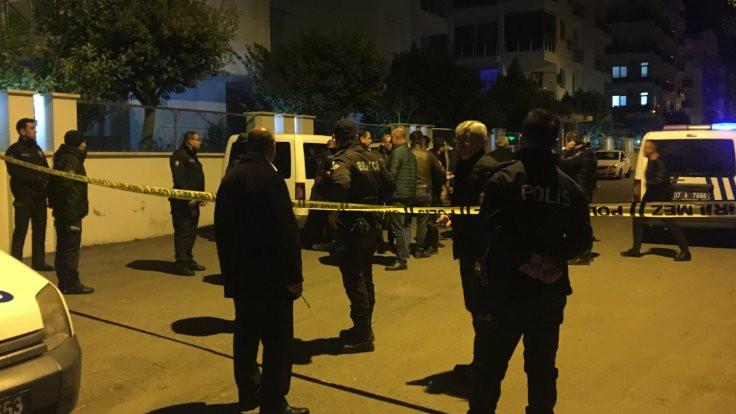 Antalya'da bekçi kimlik sorduğu kişiyi vurdu