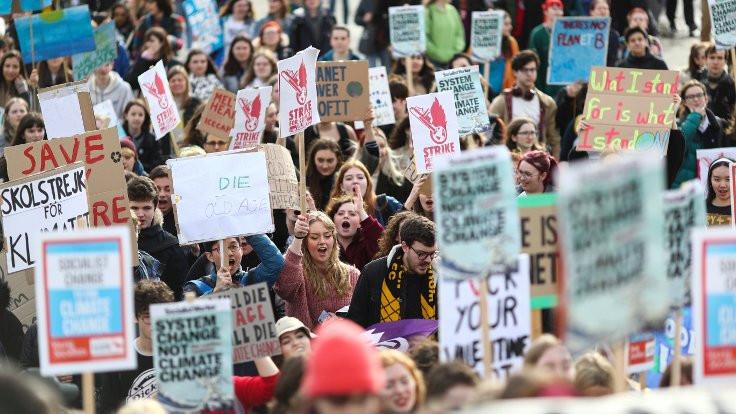 Öğrencilerden iklim protestosu
