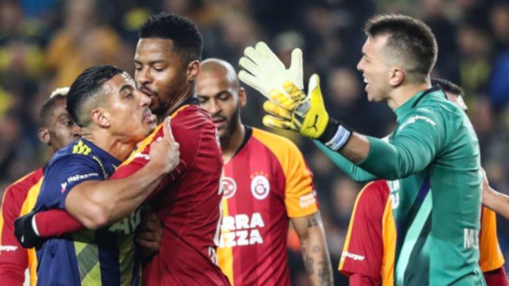 Kadıköy'de iki penaltı, üç kırmızı kart, dört gol