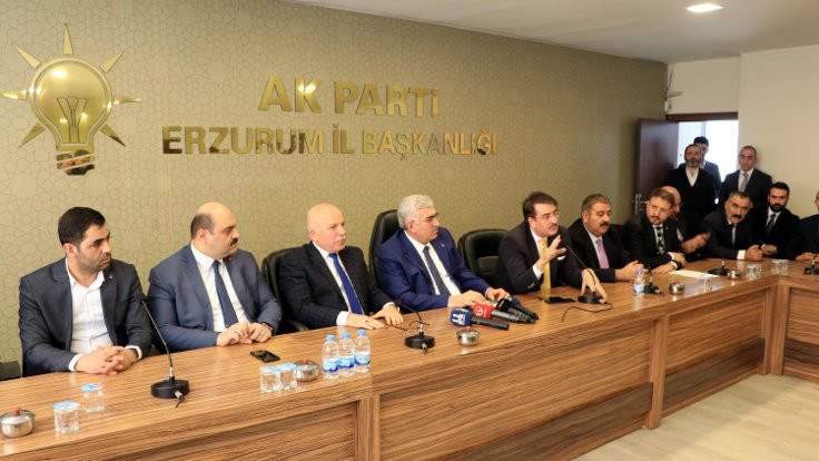 Erzurum'da İYİ Partili 2 belediye meclis üyesi AK Parti'ye geçti