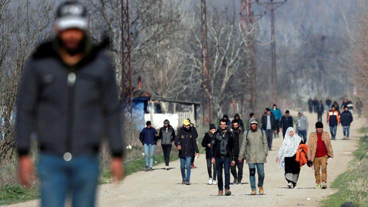 5 binin üzerinde göçmen halen sınır kapısında