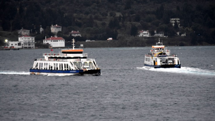 İstanbul'da feribot durdu