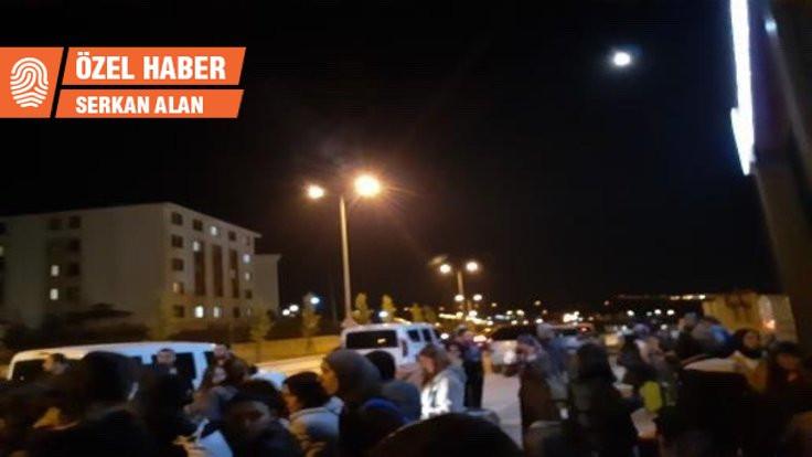 Öğrenciler apar topar yurttan çıkarılmaya tepkili