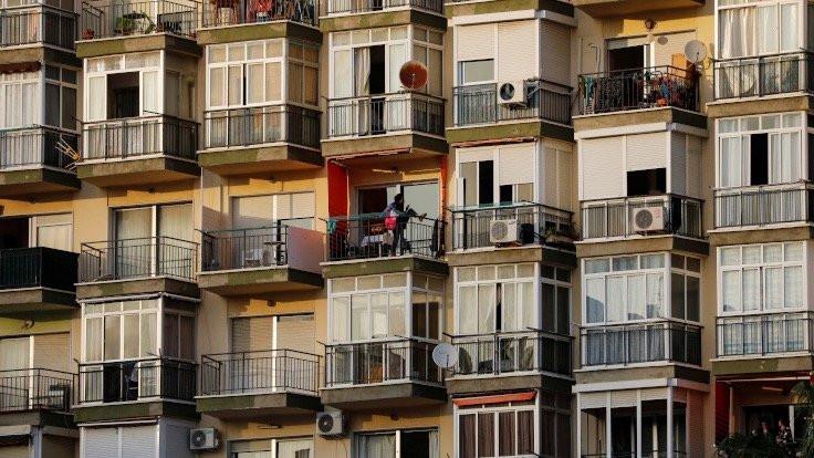 İspanya'da balkonlarda 'karantina sporu'
