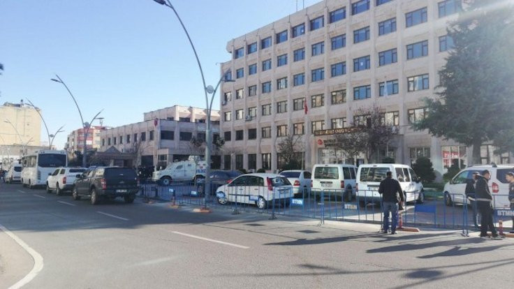 HDP'li 4 belediyeye kayyım atandı