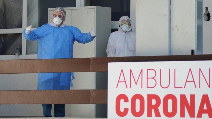 Virüs kavgası, bakanı koltuğundan etti