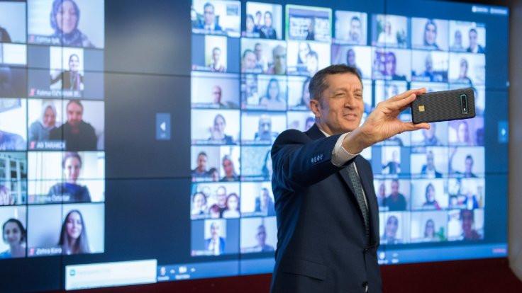 Öğretmenlerle video konferansta özçekim