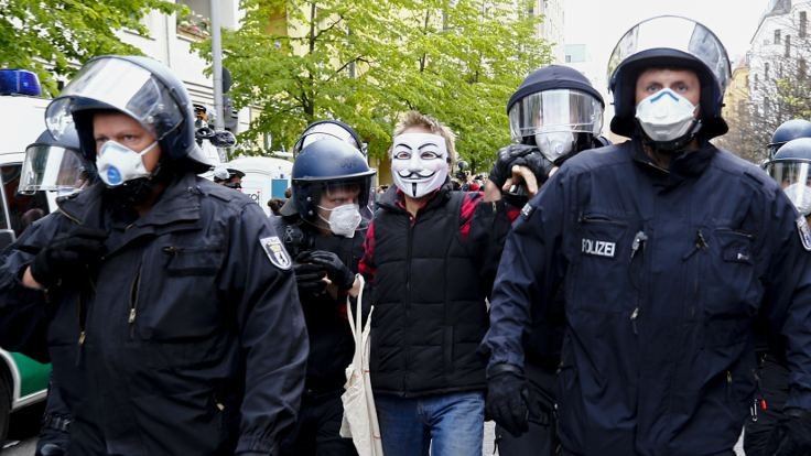 Almanya'da korona kısıtlamaları protestosu