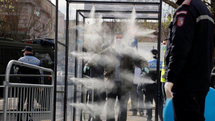 Arnavutluk'ta kuralları ihlal edenlere hapis cezası