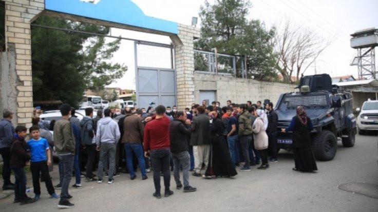 İsyan soruşturması: 220 tutuklama