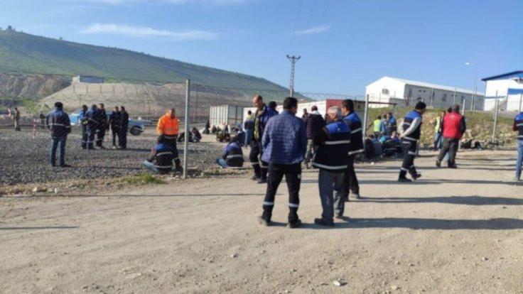 Cengiz Holding işçileri oturma eylemi yaptı