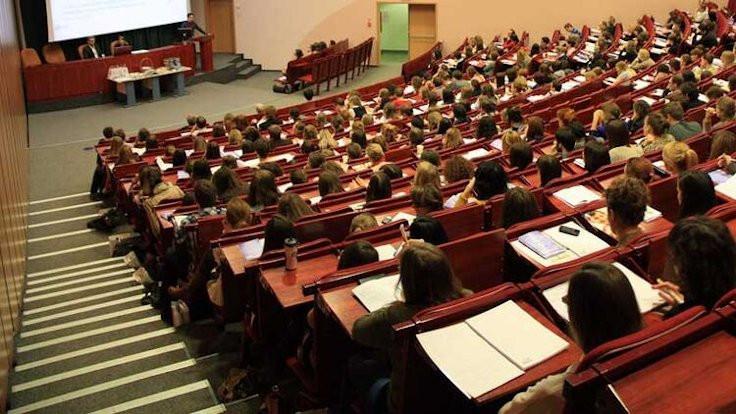 AK Parti teklifi: Üniversiteler yazın eğitim yapsın