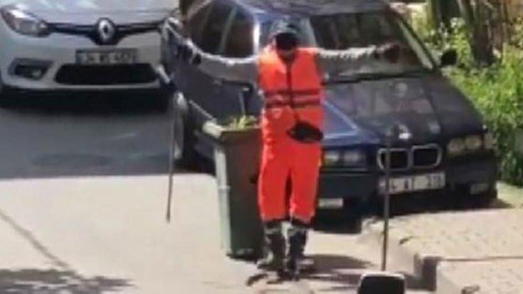 Temizlik görevlisinin alkışlanan performansı