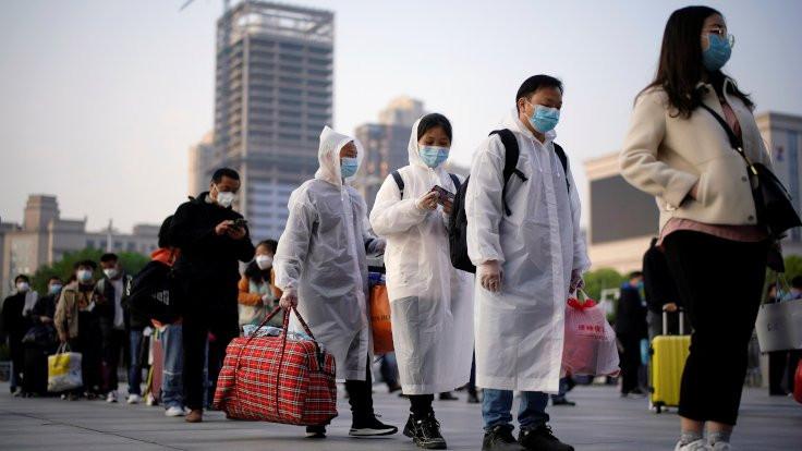 Binlerce kişi Wuhan'dan çıkıyor