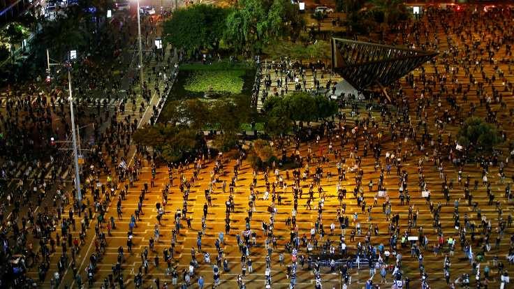 Netanyahu'ya sosyal mesafeli protesto!