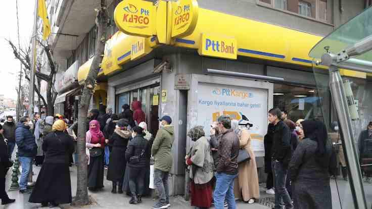 PTT şubelerinde 'destek ödemesi' kuyruğu