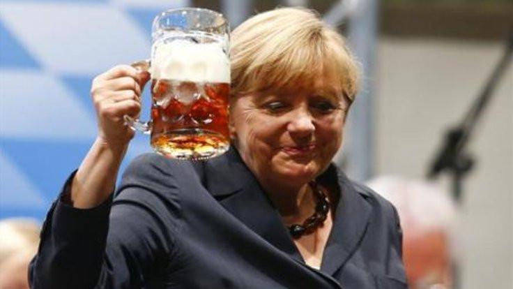 Almanlar kişi başı bir küvet alkol içiyor