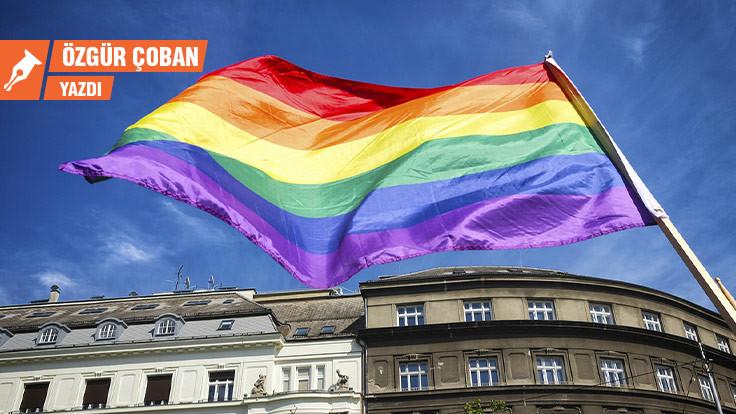 Yahudiler ve eşcinseller Neonazi partisine neden üye oluyor?
