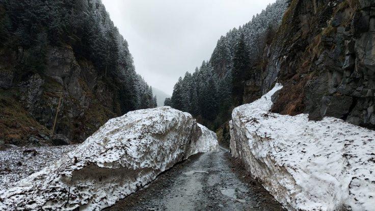 Rize'nin yüksek kesimlerine kar yağdı