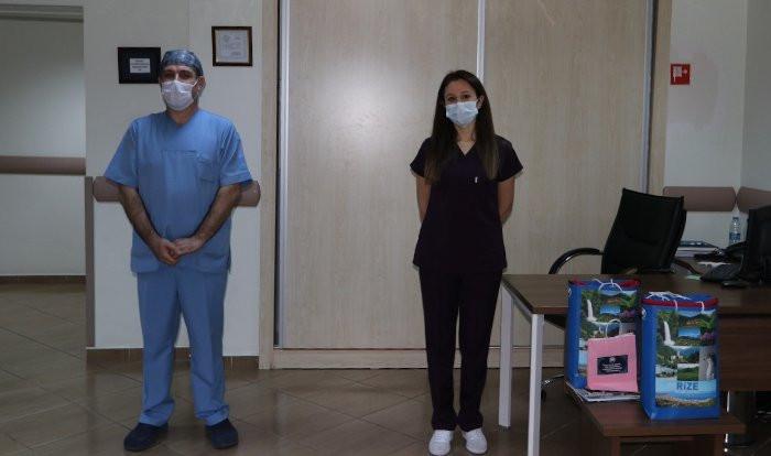 Virüsü yenen iki hemşire görev başına döndü