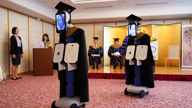 Japonya'da robotlar aracılığıyla mezuniyet
