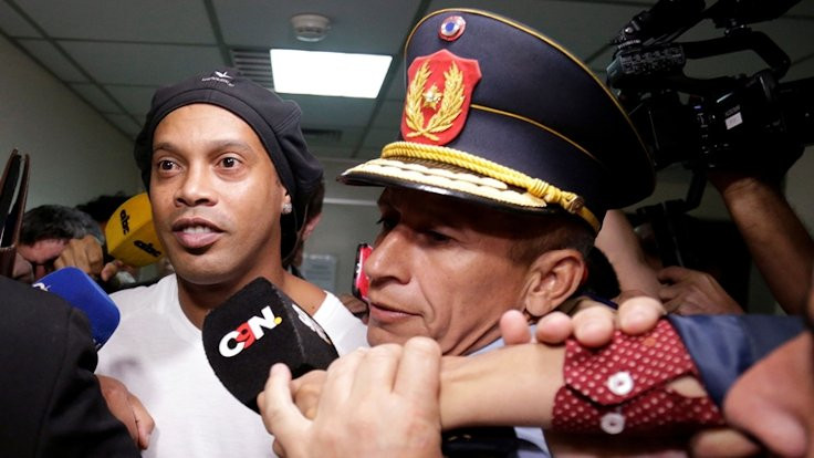 Ronaldinho ev hapsinde kalacak