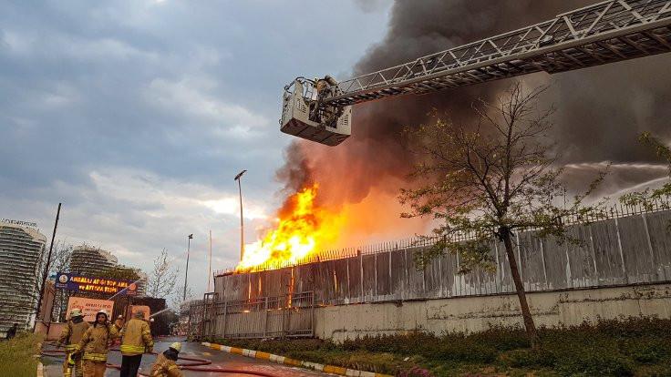İstanbul'da ambalaj atığı tesisinde yangın