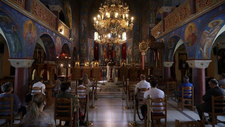 Yunanistan'da kiliseler iki ay sonra açıldı