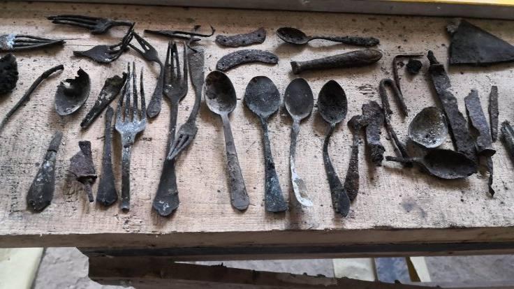 Auschwitz'de bacaya saklanmış eşyalar bulundu