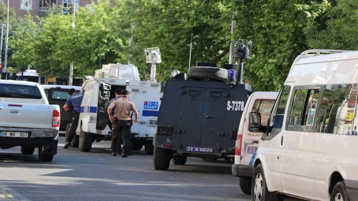 Bağlar'da çatışma: Bir polis öldü