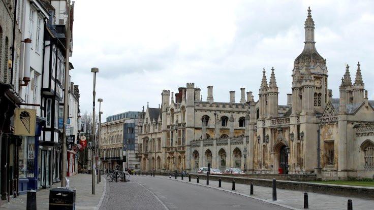 Cambridge'de 2021'e kadar online eğitim