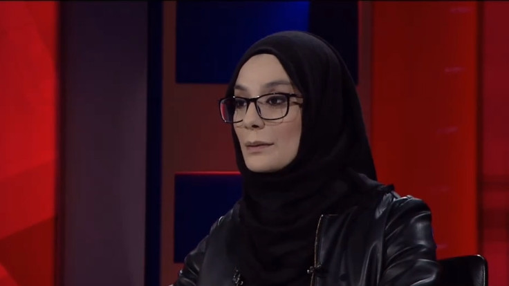 Esra Elönü'nün 'üzüntüsü' kısa sürdü