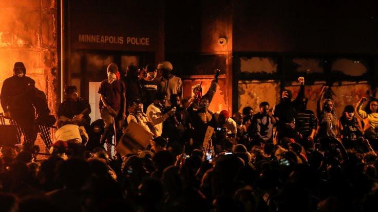 Twitter'dan Trump'a uyarı: Protestocuları tehdit ettiği paylaşıma 'şiddeti yüceltme' sınırlaması