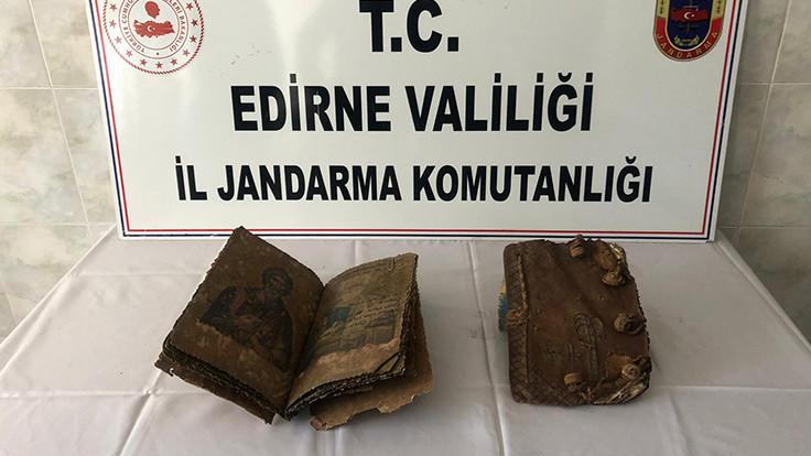 Edirne'de 500 yıllık iki İncil bulundu