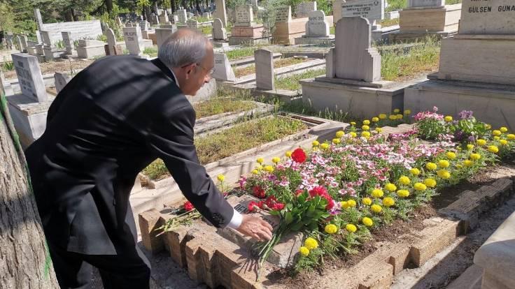 Kemal Kılıçdaroğlu üç fidana gitti