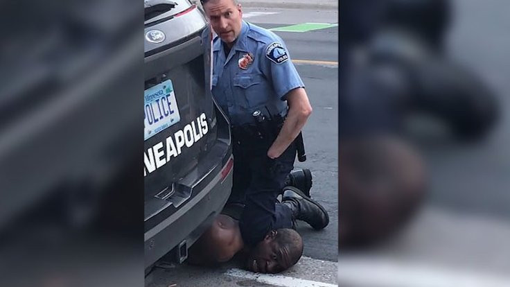 ABD'de ırkçı vahşet: Polis şüpheliyi boğdu