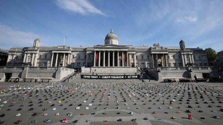 Londra'da 2 bin çocuk ayakkabısıyla protesto