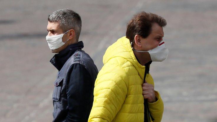 Erkekler maske takmayı 'havalı' bulmuyor