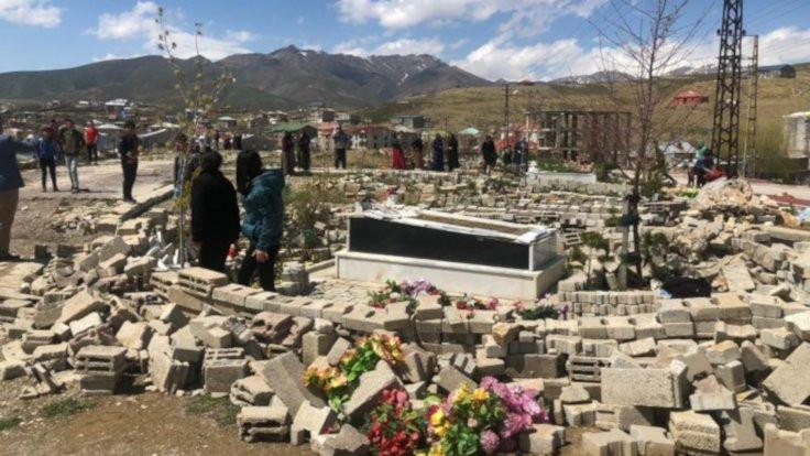 Mezarlıklara saldırıya barodan tepki