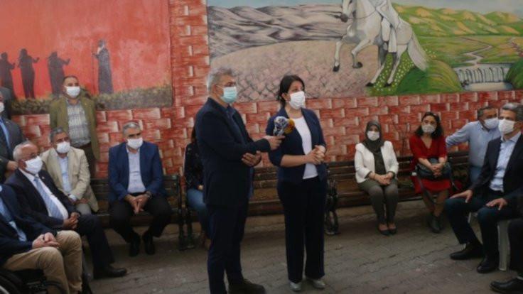 Pervin Buldan, Gazi Cemevi'ni ziyaret etti: Alevilerden özür dilensin